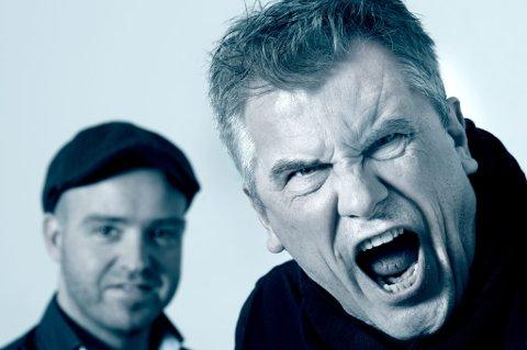 HØJJJ!: Jarl Goli (t.h.) og Joachim Svendsen, begge fra Fet lovet et frekt og hardtslående sommershow i Stavern. Foto: Sardiner Recordings