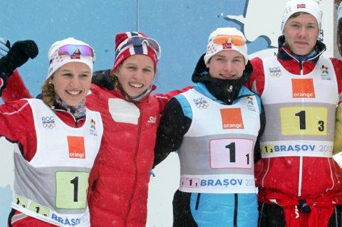 Her er det norske stafettlaget som tok bronse i ungdoms-OL i Romania fredag formiddag: Lotta Udnes Weng (t.v.), Tiril Udnes Weng, Eirik Sverdrup Augdal og Ole Jørgen Bruvoll.