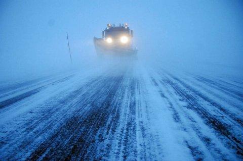 Meteorologisk institutt advarer mot stor snøskredfare og vanskelig kjøreforhold i Troms og Finnmark de nærmeste timene.