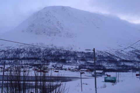 Denne bygda er isolert på grunn av snøskredfare.