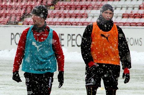 Vinterlige forhold på TILs trening torsdag. Thomas Drage tror på medalje i 2013, mens Steffen Nystrøm garderer seg litt bedre ved å si topp fem.