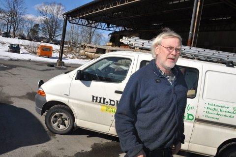 Sjekket prisene: Tom Frode Olsen er kritisk til utviklingen i renholdsbransjen. Etter å ha kontaktet en rekke aktører fikk han tilbud om boligvask helt ned i 135 kroner timen. Minstelønnen for en renholdsarbeider er til sammenligning 156 kroner. (Foto: Lasse Nordheim)
