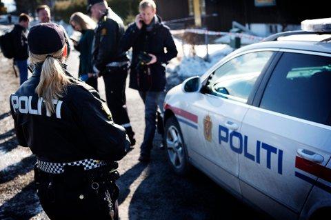 ETTERFORSKER: Politiet undersøker omstendighetene rundt det de betegner som et mistenkelig dødsfall, etter at en person ble funnet død på Skjetten Skjærtorsdag.
