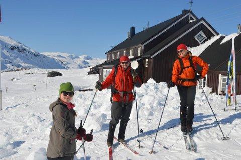 Geiterygghytta var en av hyttene i Skarvheimen som hadde tidenes beste påskebesøk. Dra venstre: Maria Habberstad Bøe, Arne Larsen og Merete Habberstad.