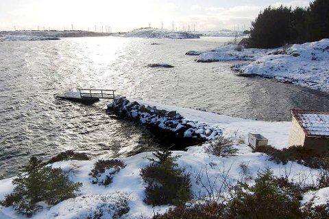 Vei og kai ned til flytebryggen er ikke godkjent av Smøla kommune, og risikerer nå å måtte fjernes.
