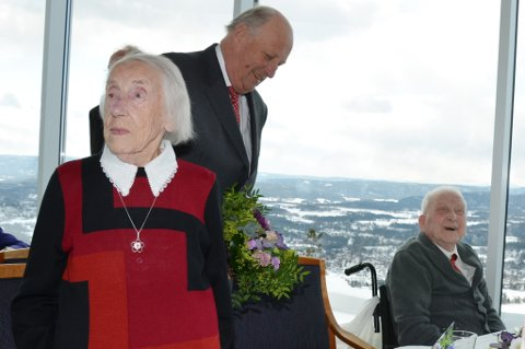 Martha Jensen (100) og Martin Rimstad (102) hadde Kongen til bords i Vingen tirsdag ettermiddag.