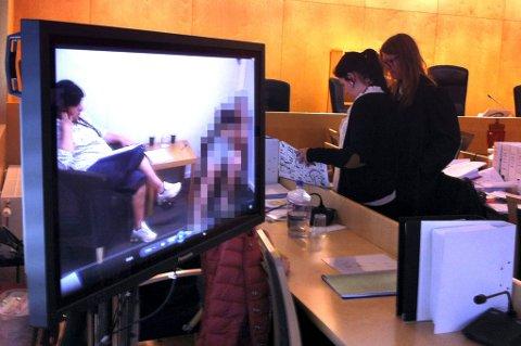 VIDEOOPPTAK: Barnas forklaringer blir avspilt på video. Bildet er tatt i en pause under rettssaken.Foto: Per Stokkebryn