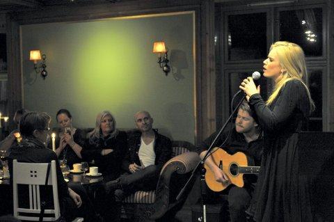 første gang: Den nye cd-en ble urframfør for TINE Meierier på Skansgården uka som gikk.FOTO: HELENE NÆSS