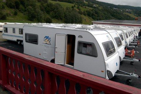 Campingvognene er klare til sommerens trivelige tur.
