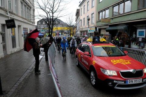 Til tross for været, var det enkelte skuelystne som dukket opp ved Søndre torg.