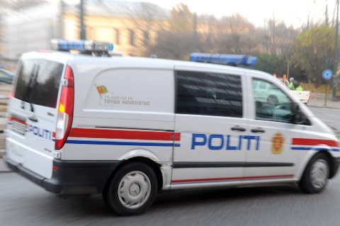Politiet i Rogaland er på jakt etter minst tre unge menn i russedress etter at en russejente skal ha blitt utsatt for en overfallsvoldtekt like ved russetreffet i Kongeparken natt til lørdag.
