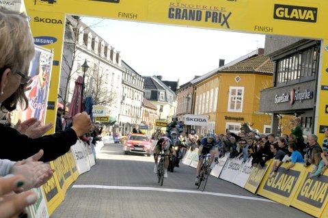 Joker Meridas Reidar Borgersen vant Ringerike Grand Prix, noen centimeter foran svenske Michael Olsson.