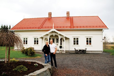 Prisvinnere: Line og Chrisian Rygh (begge 32 år gamle) vant pris for hvordan de har bygget opp Lajord gård etter eget ønske. Gården består av et klassisk sveitserhus, en låve og en sidebolig. Alt er bygget i gammel stil, men i henhold til alle byggtekniske krav og moderne systemer.