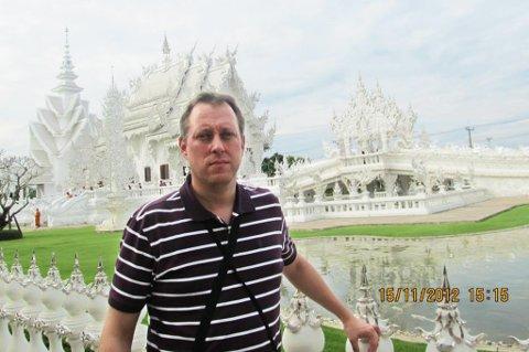 KLAGET: Etter klagen på en rabiat bussjåfør i Hua Hin, ble Jon Helge Vaeng imponert over saksbehandlingssystemet i Thailand.