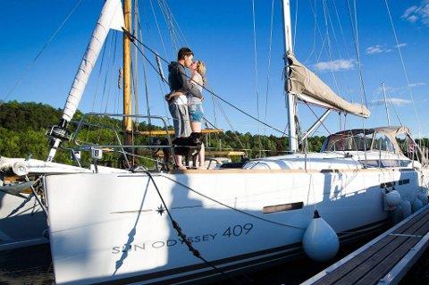 Miriam og Adrian har gjort drømmen til virkelighet: De har byttet ut bolig med båt.