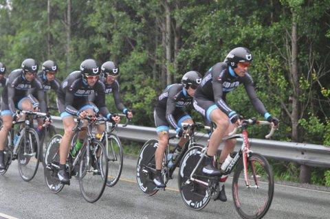 Team Sepura kjørte hardt ut fra start, i det ufyselige været.