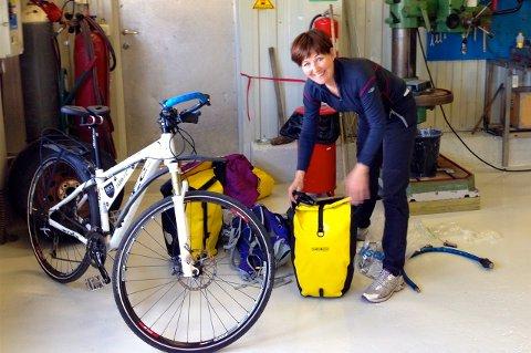 Her forbereder Elin Dragøy seg til turen som vil ta henne fra Vardø i nord i Lindesnes i sør.