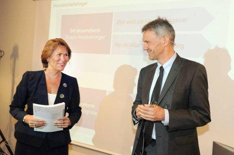 Utvalget som har analysert utfordringene i norsk politi overleverte sin rapport til justis- og beredskapsminister Grete Faremo onsdag formiddag. Utvalget har vært ledet av Arne Røksund.