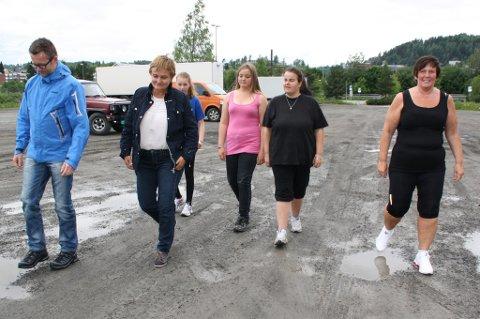 Fornyings-, administrasjons- og kirkeminister Rigmor Aasrud synes Tjukkasgjengen Gjøviks gåturer er et flott lavterskeltilbud som er med og bedrer folkehelsa.