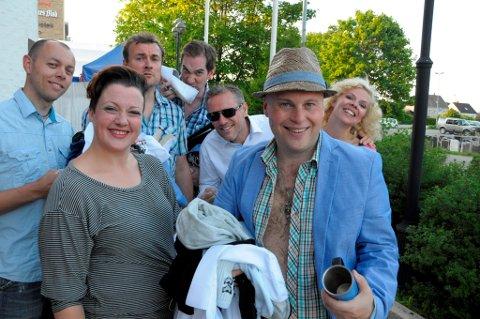 Trond Løland. Marie Risan, Morten Grøtnes, Eivind Lien, Bror Andersen, Jonas Rønning og Anne Sem-Jacobsen kan se tilbake på en strålende revysommer.