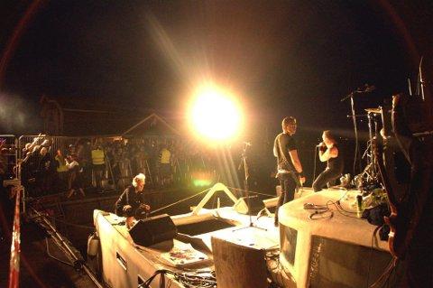 Spilte lørdag 3: Bandet The Carburetors fra Oslo fikk publikum i ekstase med sin energiske rockemusikk.