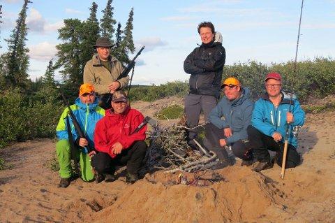 EKSPEDISJONEN ER I GANG: Seks av de åtte ekspedisjonsmedlemmene er nå på plass i Canadas villmark. De forteller om sine opplevelser på rb.no.