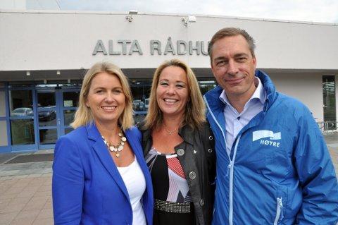 Stortingskandidatene for Høyre, Kristin Vinje (til venstre) fra Oslo, og Laila Davidsen og Frank Bakke Jensen fra Finnmark. Foto: Oddgeir Isaksen