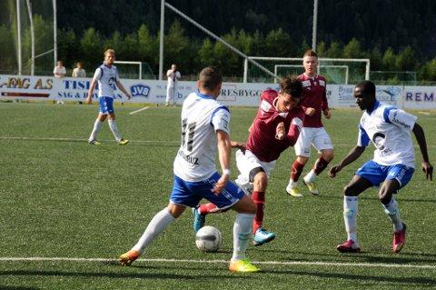 Ville seg ikke: Ardijan Fera, Kalle Neale, Simen Høglien og de andre løp og løp, men tapte 1-2 for Nybergsund.