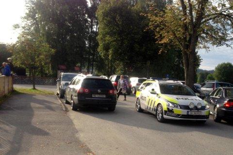 Politiet dukket opp ved Hønefoss skole onsdag morgen.