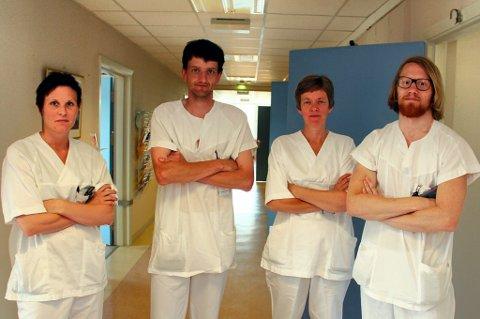 FRYKTER: Maria Lundstadsveen (fra venstre), Bjørn Ivar Olsberg, Gunhild Knutsrud og Erlend Grønningen frykter for fraflytting og for framtida til Kongsvinger sjukehus. Som tillitsvalgte ba de stortingsrepresentant Karin Andersen (SV) om hjelp i går.