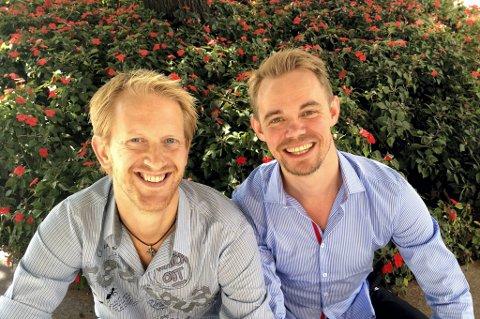 GLADE FOR JOBBEN: Ensemblet er en fin og trivelig gjeng å jobbe med, mener sanger og skuespiller Morten Remberg (t.v.) og danser og sanger Ave Granli Johnsen. Foto: Kaja Schau KnatteN