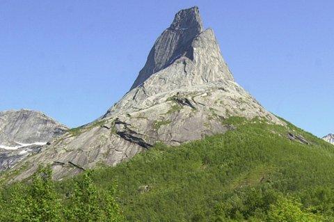 Stetind i Tysfjord ble av Reiseradioens lyttere i 2002 kåret til Norges nasjonalfjell.