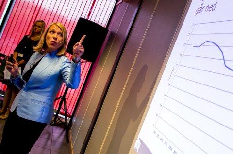 KVINNE OG PÅ TOPP: Anniken Huitfeldt legger det meste av skylda for de mange strykningen på at hun er kvinne og på topp av lista.  FOTO: SCANPIX