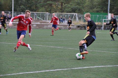 Tabelleiar Frøya (i svart) blei for sterke for kaptein Ronny S. Hamre (t. v.) og resten av Trio.