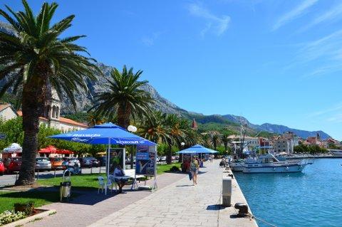 Makarska er ifølge reiseopereatøren Kroatiaspesialisten det mest populære turistmålet i nærheten av Split i Kroatia.
