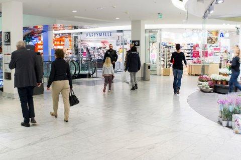 Søndagsåpne butikker er et hett tema. Folk er delt i meningene.