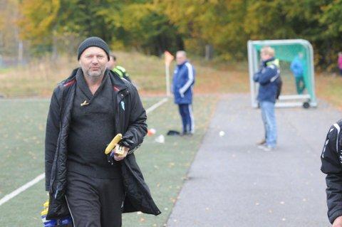 Årets siste: Turn-trener Andre Syrrist er her på vei til årets siste seriekamp, mot Drammen på lørdag, men neste sesong blir det trolig mer Syrrist-entusiasme på Lovisenlund. (Foto: Ragnar Eftedal)