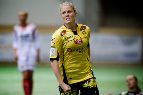 FIKK BOT: LSK kvinners Isabell Herlovsen fikk 2500 kroner i bot for å ha vist fingeren til Stabæk-fansen da de to lagene møttes i semifinalen i cupen tidligere denne måneden.  FOTO: LISBET ANDRESEN