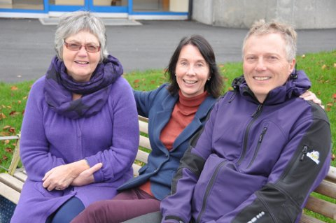 Desse tre har nytt meistringskurs på trappene. Frå venstre: Gunn Marit Flatland, Brit Helen Hauan og Ole Horn.