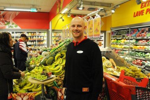 Butikksjef Are Gjevik var strålende fornøyd med responsen på åpningsdagen. Men skiltene som pekte mot butikken var ikke lovlig søkt om.