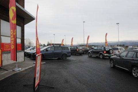 Det var trangt om parkeringsplassene åpningsdagen.