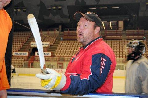 misfornøyd: Trener Pål Martinsen var misfornøyd med det Gjøvik Hockey presterte i de to første periodene da de spilte uavgjort borte mot Skedsmo.