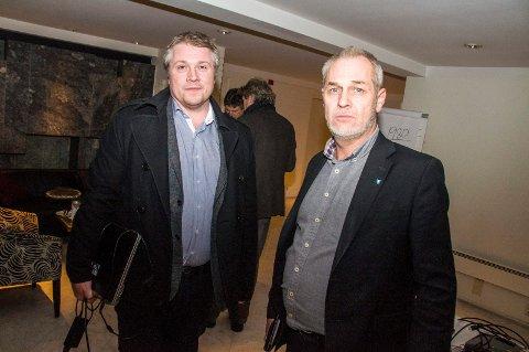 Til Oslo: Jørgen Johansen (t.v.) og Rune Høiseth setter seg i bilen torsdag for å prøve å forhindre flytting.Foto: Lasse Nordheim