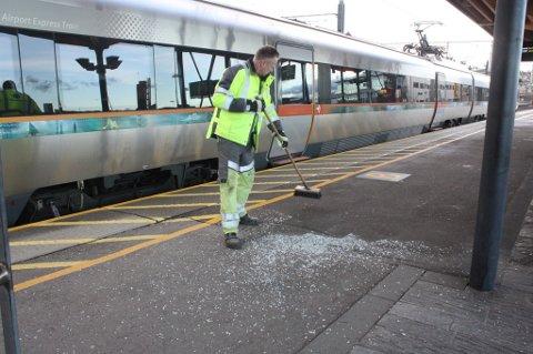 KJØRTE PÅ VASKETRALLE: Onsdag ettermiddag trillet en vasketralle ut i sporet slik at et flytog kolliderte med den. Det er ikke det aktuelle toget som ses i  bildet. FOTO: MARIA SCHILLER TØNNESSEN