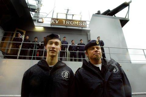 BORTFØRT: Richard Storås (tv) og Henning Thune med kollegene fra KV Tromsø i bakgrunnen.