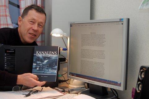 Ole Johan Andersen har gitt ut en krimbok om Telemarkskanalen og Dalen hotell. Nå venter han spent på respons på det siste manuset.