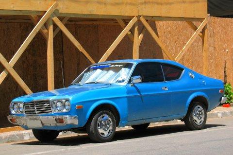 MAZDA: En slik bil er Karl Otto Ellingsen på jakt etter. Dette var den første bilen han hadde registrert på seg selv for 28 år siden. Fortsatt står den i hans navn. Bildet er av samme type bil.