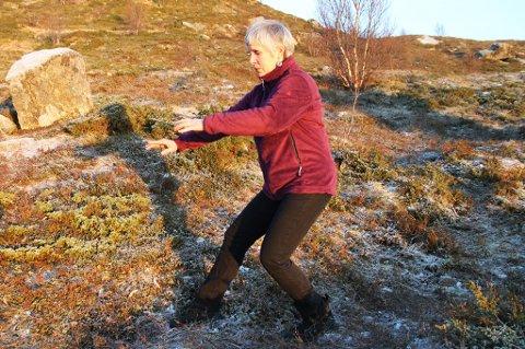 Til helgen skal Holly Gruendyke (bildet) lære bort den kinesiske helsegymnastikken Quigong med bevegelser som vil gjøre kroppen helt avslappet, og praktisere den til å la energien flyte bedre i kroppen. Her fra noen av øvelsene.