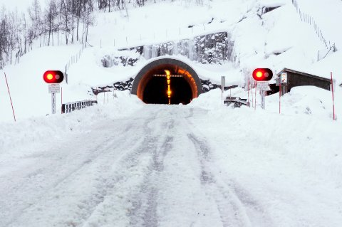 KOLONNE: Umskardtunnelen er i dag åpen for kolonnekjøring.   Foto: Harald Mathiassen