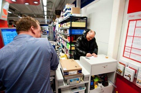 UPROBLEMATISK: Da Finnmarken traff postkunde Kaare Ramberg for en tid tilbake, var han positiv til flytting av posten. Nå har flere og flere blitt enige med ham.